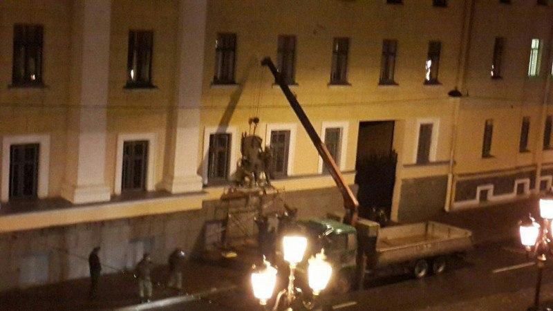 Демонтаж доска Маннергейму Санкт-Петербург сноят убирают фото Маннергейм видео Питер Ленинград