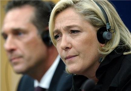 Хайнц-Христиан Штрахе (Австрийская партия свободы) и Марин Ле Пен (Национальный фронт) в Европарламенте