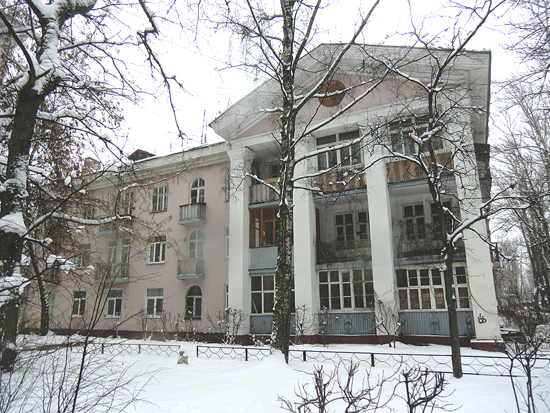 Циолковского колонны справа