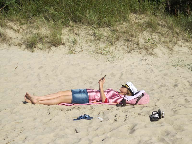 Маша на пляже
