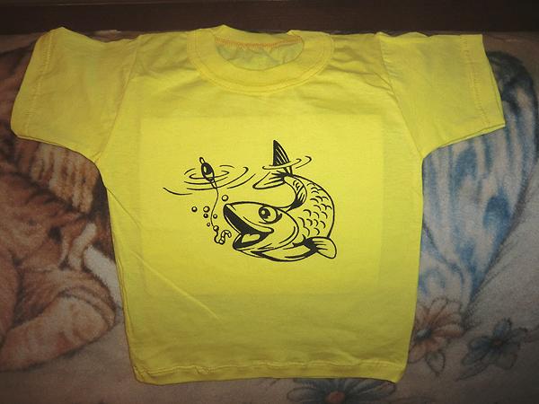 рыба на желтом