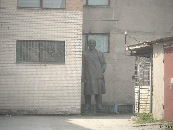 Решение проблемы памятников Ленину