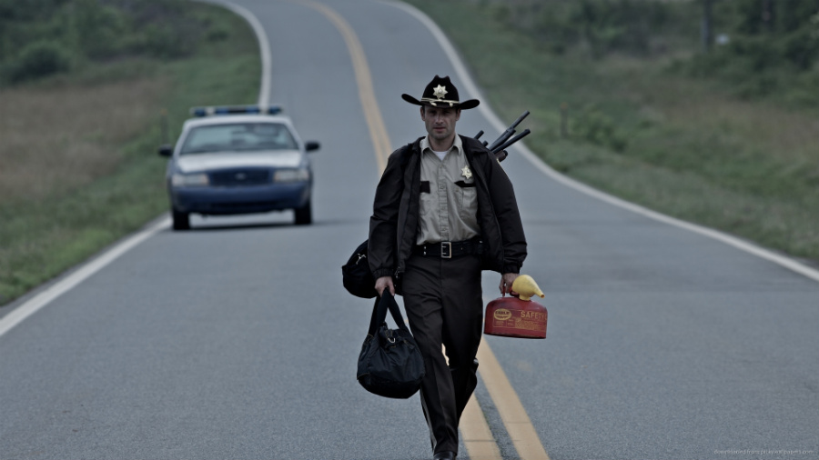 the-walking-dead-sheriff-walking-on-the-road