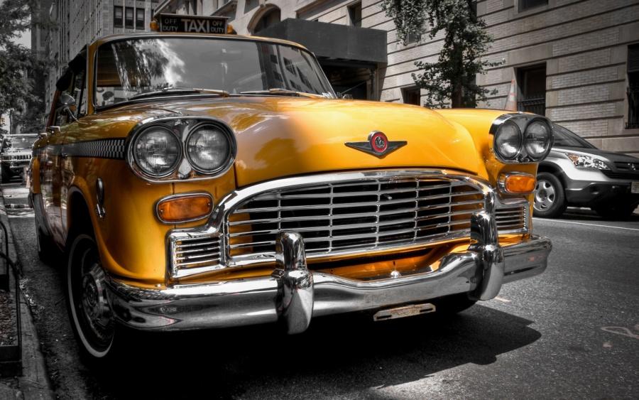 старое желтое такси