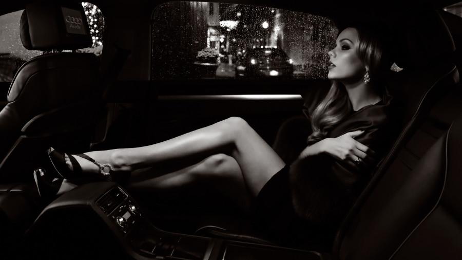 Девушка-в-машине