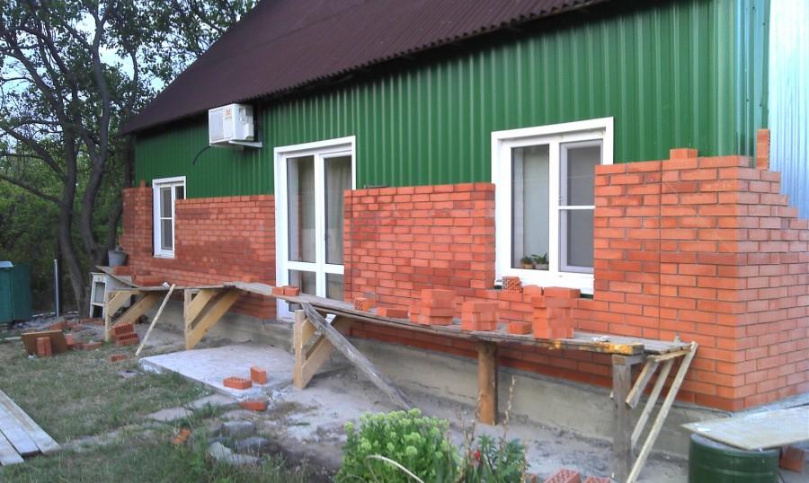 Небольшой дом из кирпича своими руками
