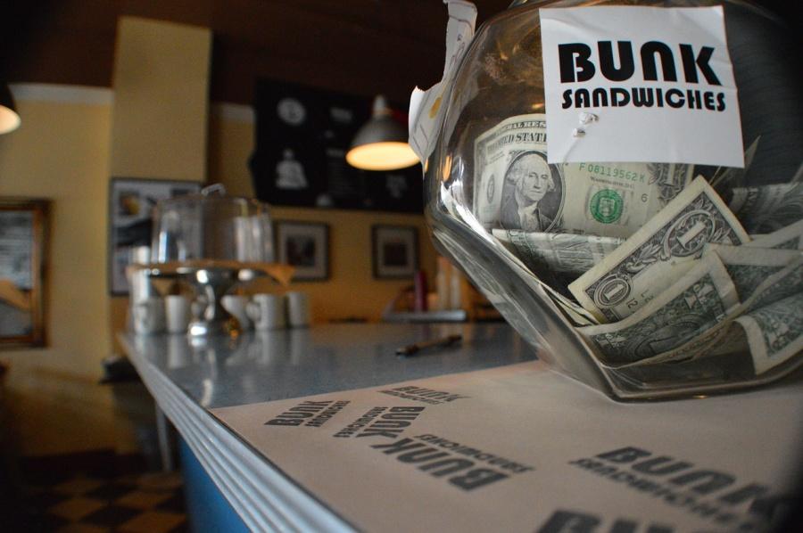 Почему Россия не держит доллары в банках