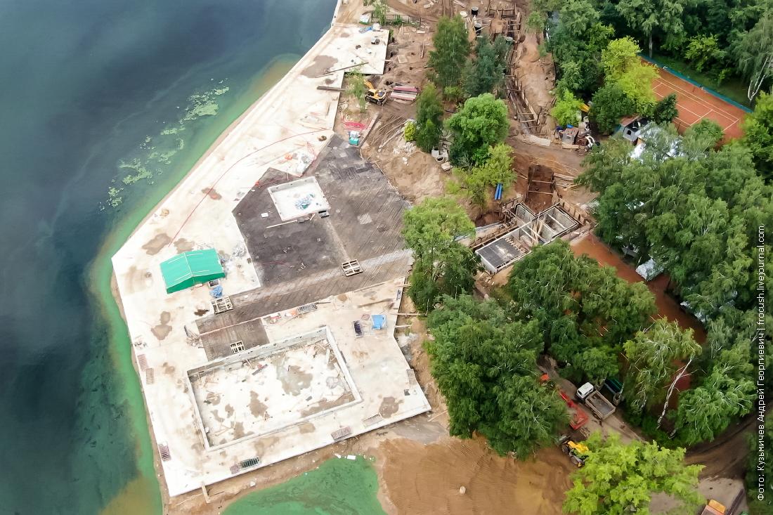 СРВ зона отдыха с двумя бассейнами и DJ-сценой