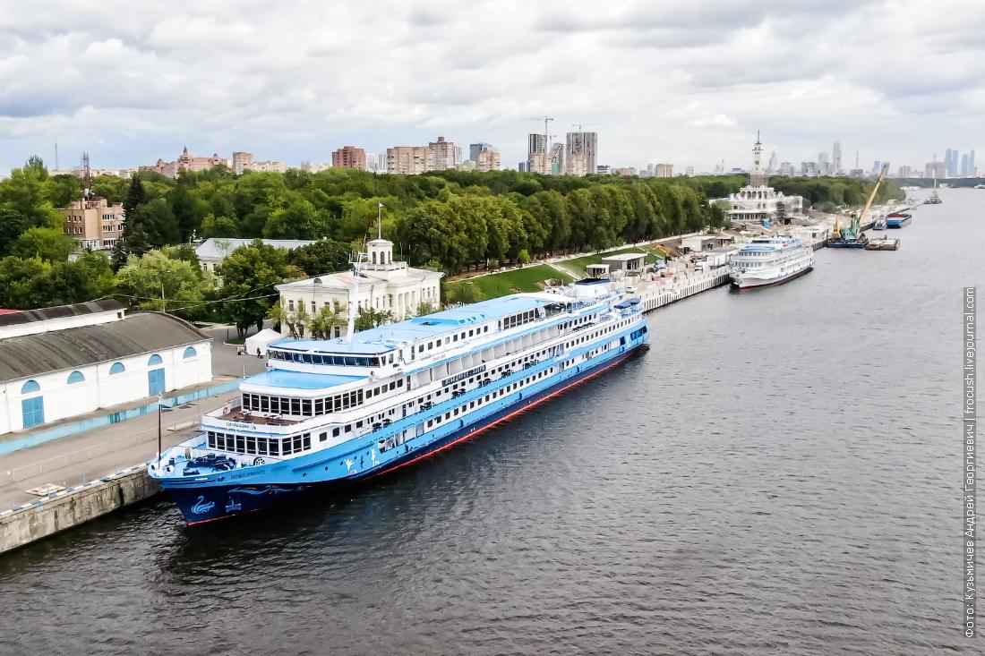 теплоход лебединое озеро в северном порту москвы