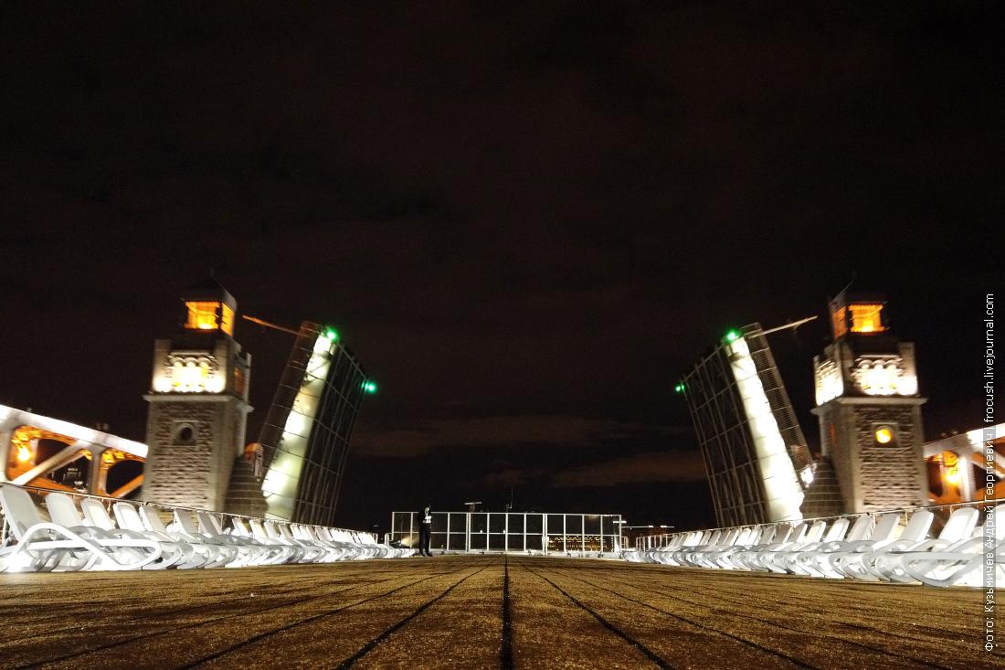 Большеохтинский мост ночное фото