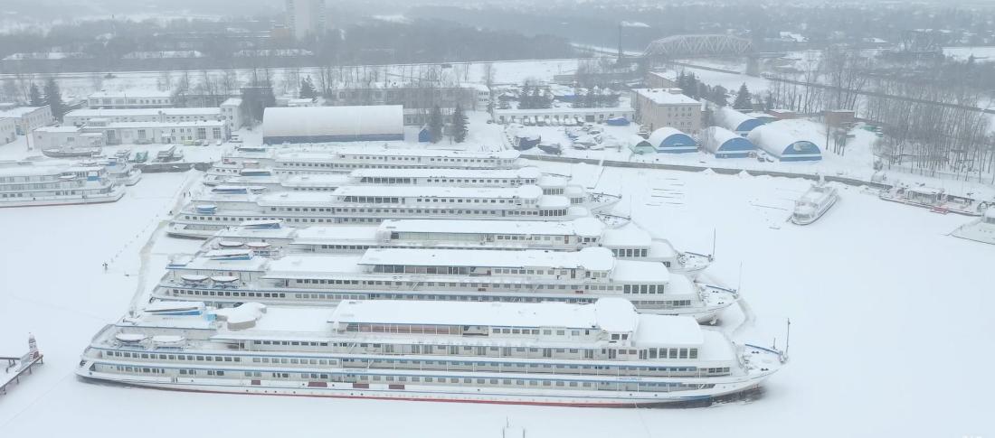 московский яхтенный порт зимующие теплоходы