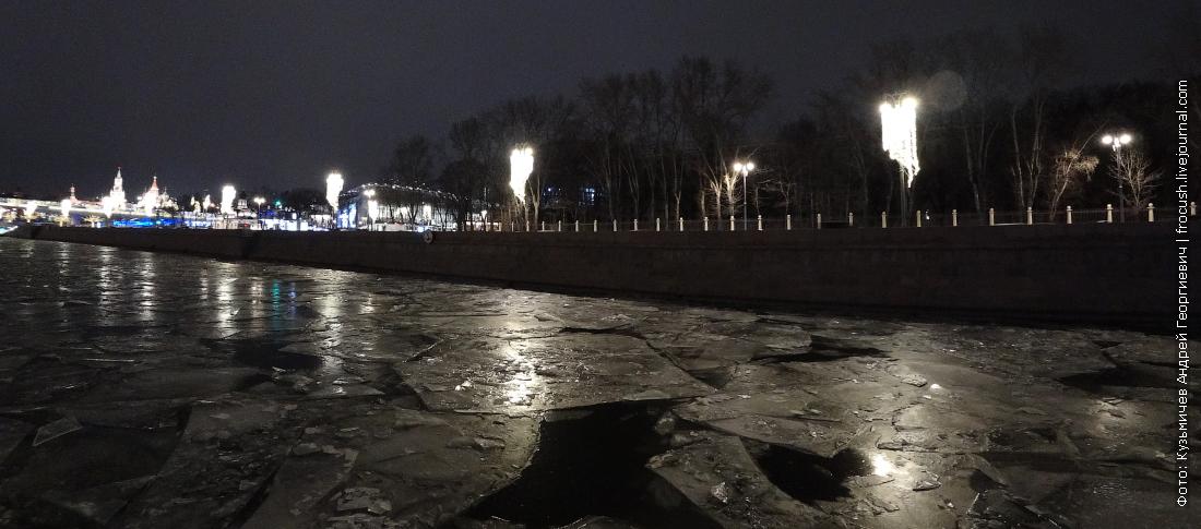 по льду москвы реки на теплоходе