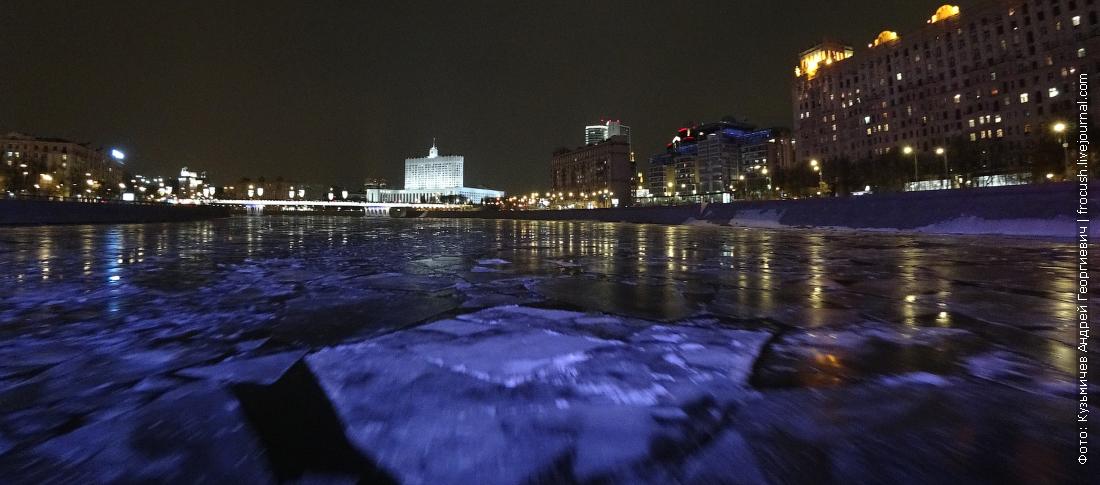 по ночной и обледеневшей москве реке на теплоходе