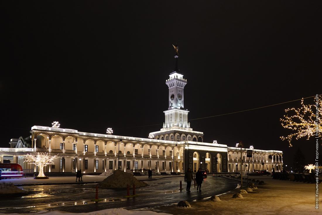 ночное здание северного речного вокзала
