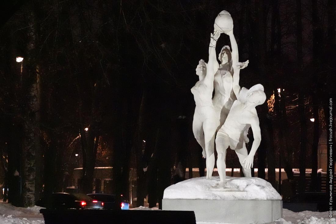 скульптура спорт в парке северного речного вокзала ночь зима