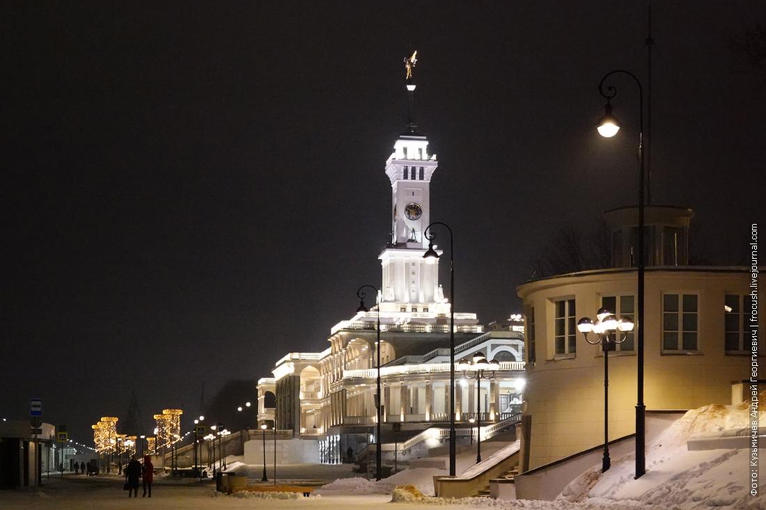 ночная зимняя набережная северного речного вокзала москвы