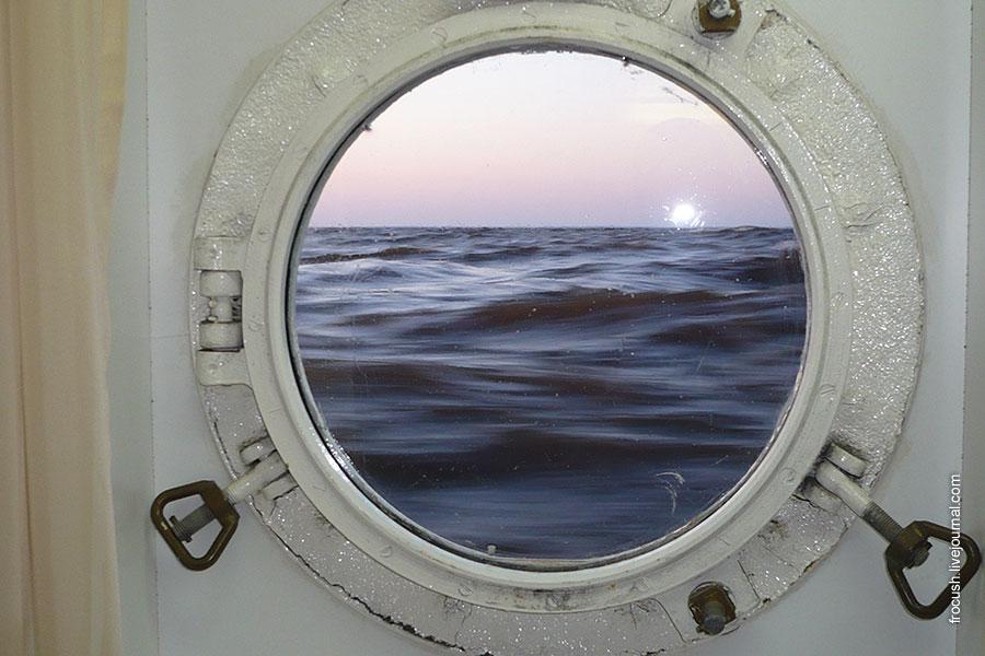 вид из иллюминатора нижней палубы