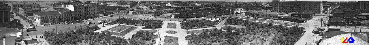 Фрумгарц 4 Вид с башни Губернаторского дворца 1950-60 Сквер им Борцов революции panorama Ant-6 q11.jpg