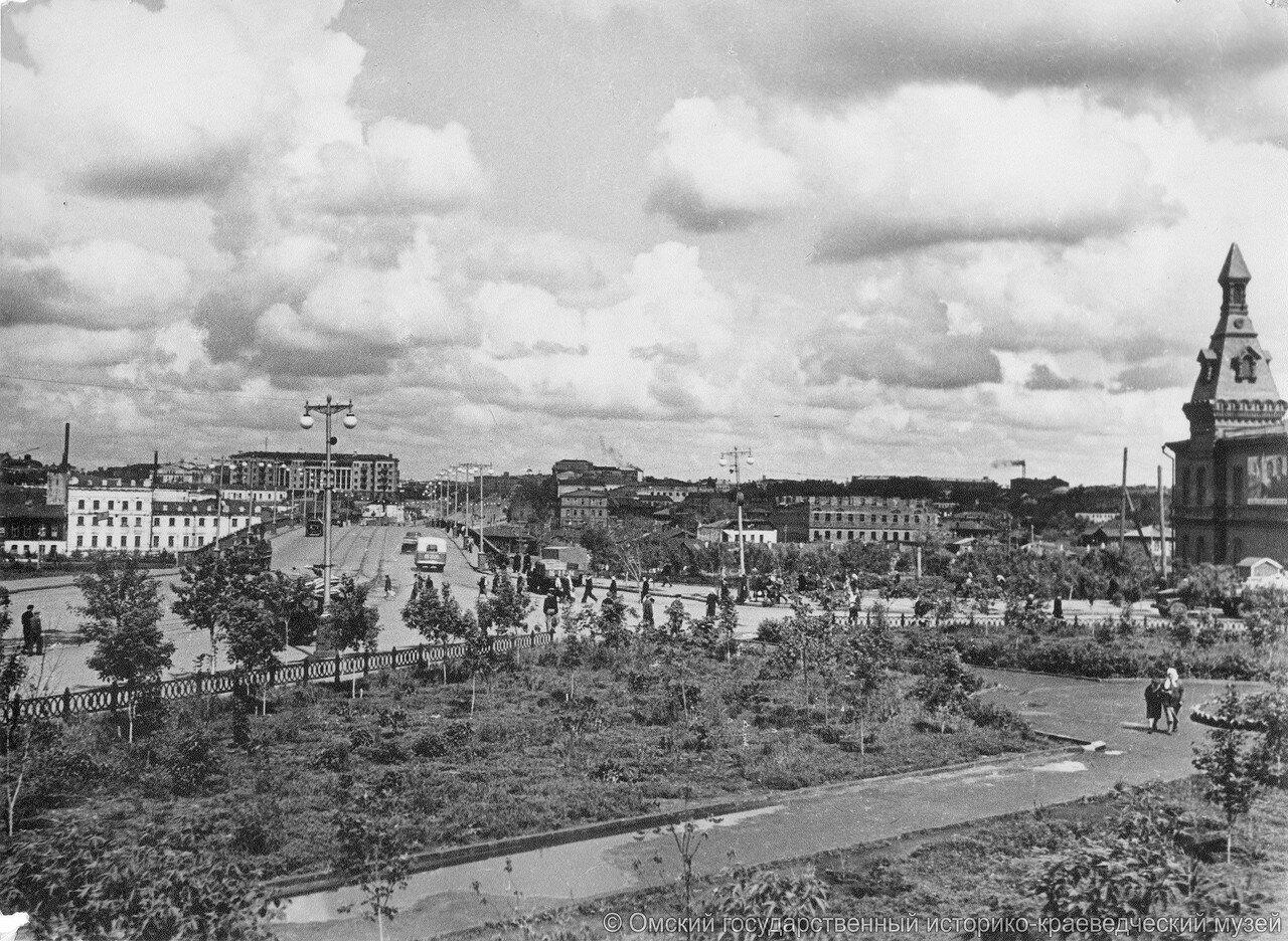 Вид на Комсомольский мост из сквера Октябрьского.jpg