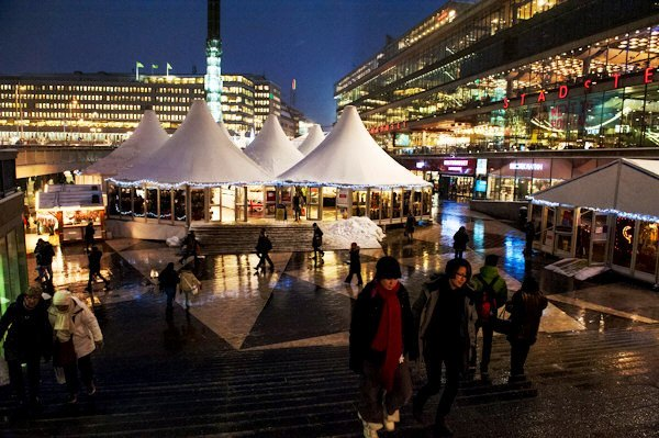 Christmas_market_at_Sergels_torg_1