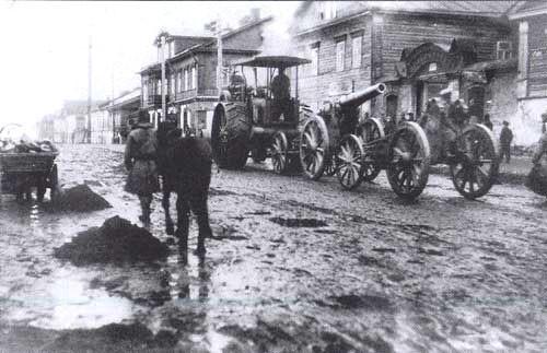 Артиллерия на марше на Волыни.jpg