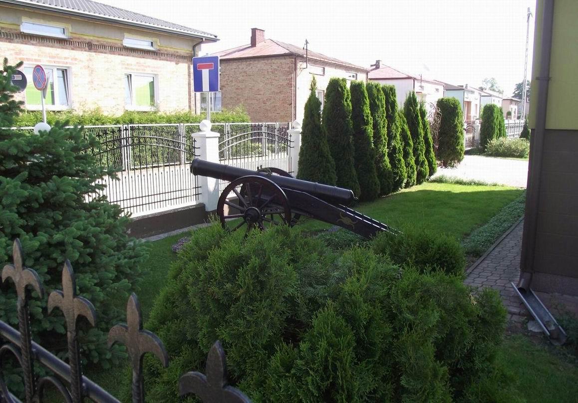 Пушка во дворе тереспольского дома
