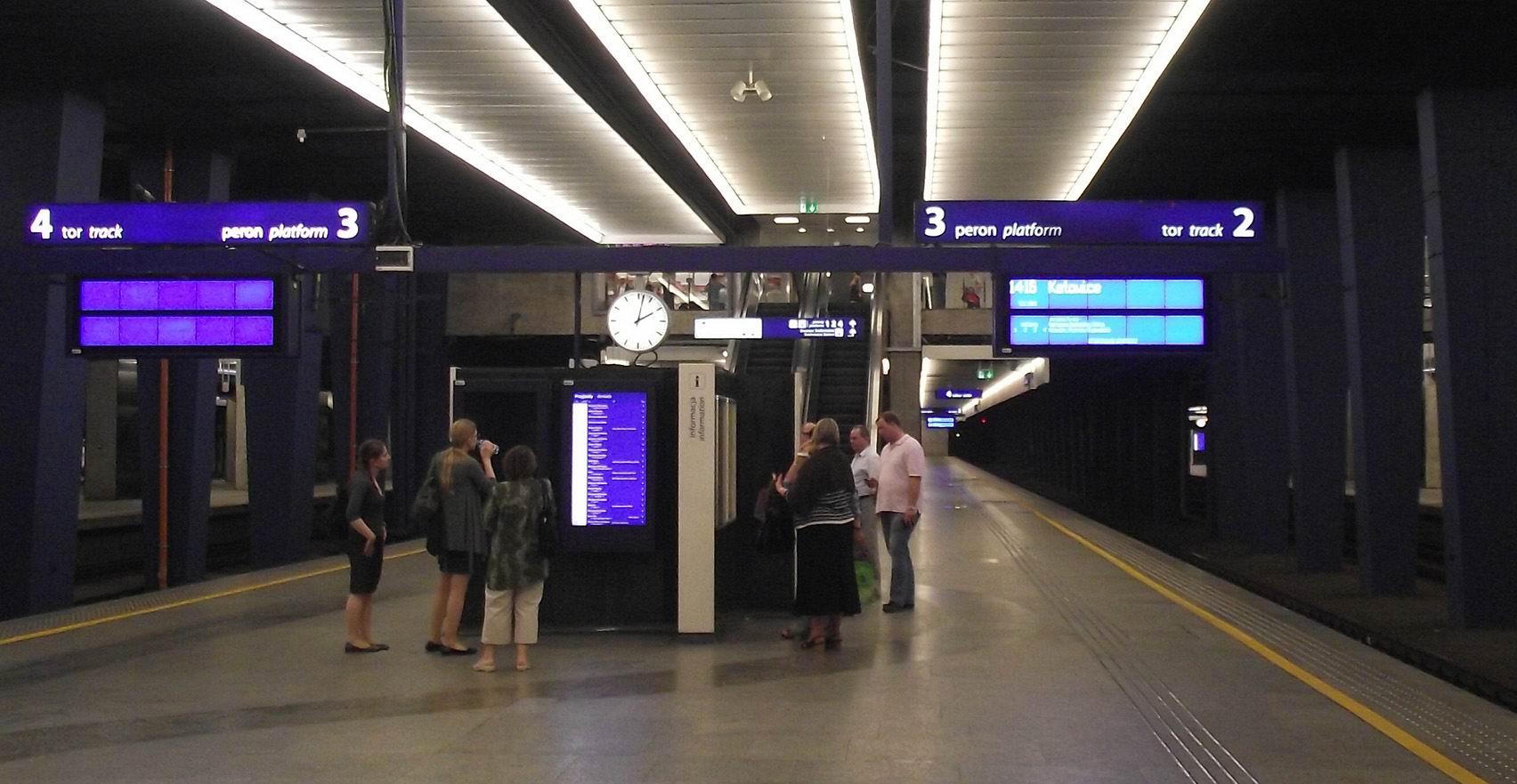 Подземные перроны варшавского вокзала