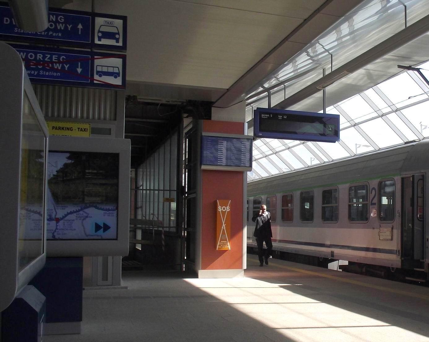 Перрон на вокзале в Кракове
