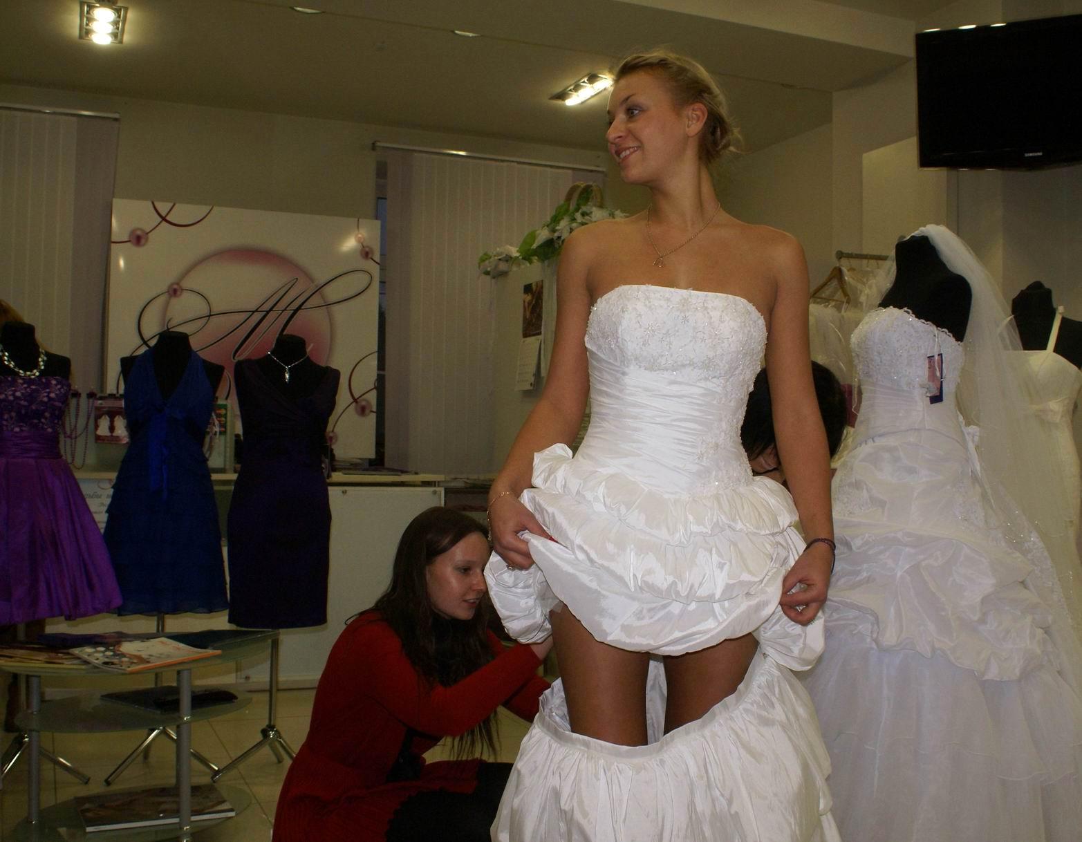 Игры для девочек одевалки платья 3