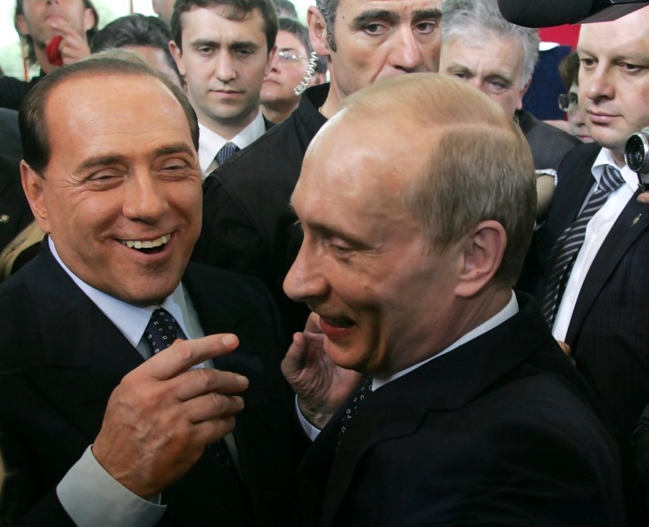 Vladimir+Putin+Meets+Silvio+Berlusconi+H8tNA8zE2FRx