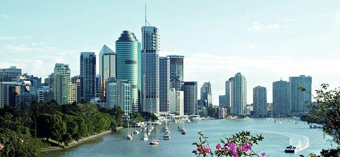 700px-Brisbane_skyline_bluesky