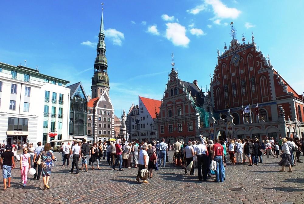 Latvia_Houses_RigaStreet_436045