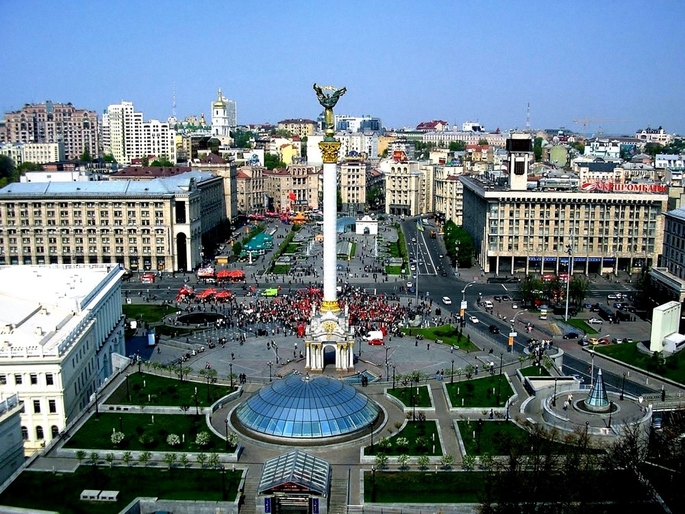 Beautiful-Images-of-Landscape-Kiev-Square-Crowded-People-and-Buildings-the-Blue-Sky