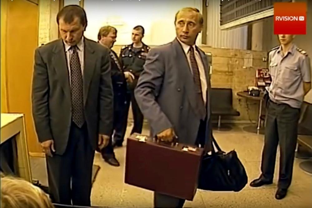 Путинские чемоданы или зачем Россия себя грязью обливает 1405583