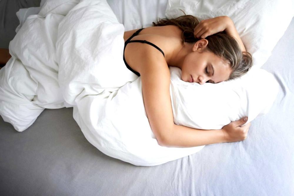 11-13-things-sleep-doctors-sleeping-on-stomach-1024x683