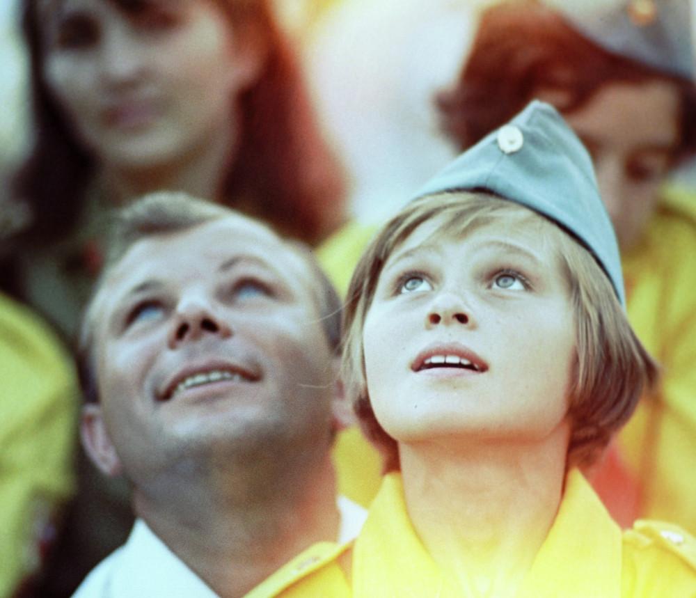 1 июля 1967 года. Ю. А. Гагарин в пионерлагере «Артек», Гурзуф, Крым.