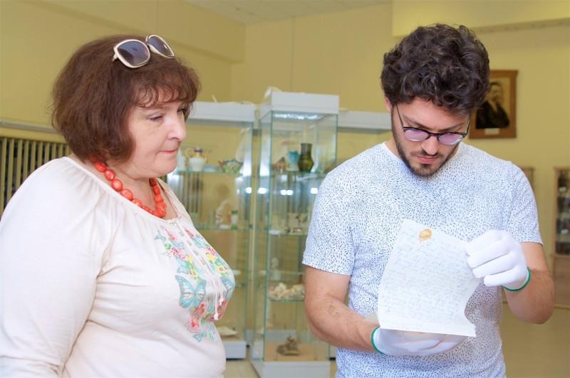 Писатель П.А. Иорданов в ходе посещения фондов музея-заповедника. Фото 2016 г.