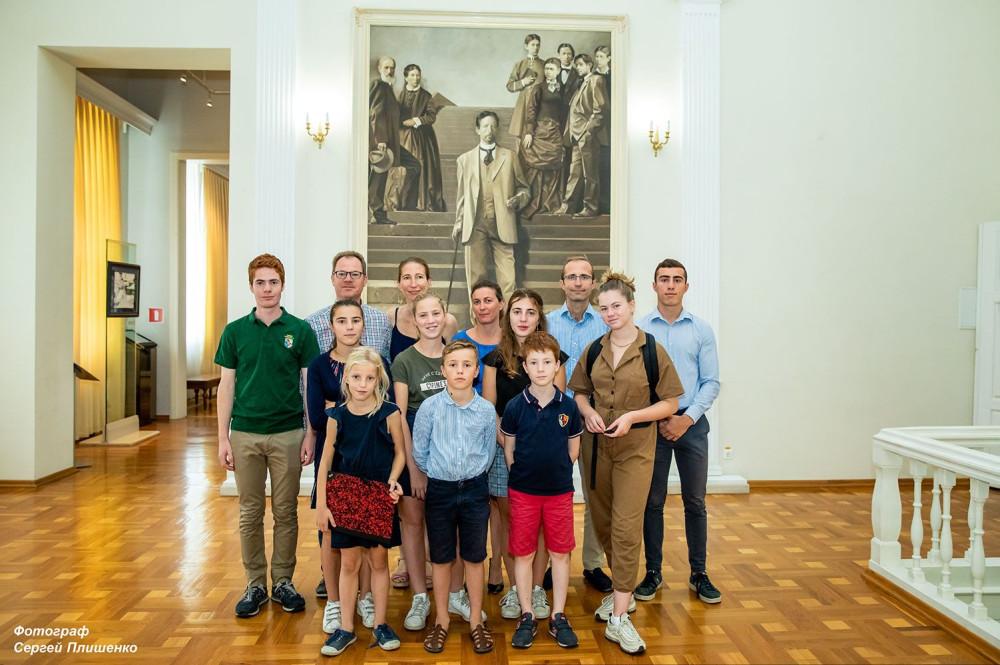 Гости из Франции. Фото Сергея Плишенко.