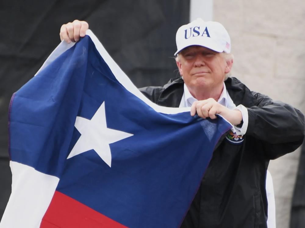 Трамп с флагом штата Техас
