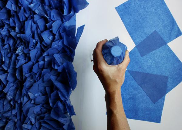 Стена из гофрированной бумаги своими руками