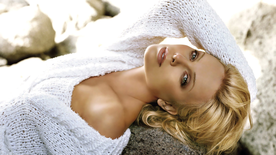 02_Charlize Theron