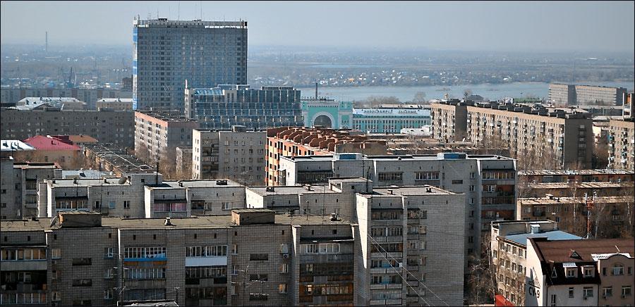 Новосибирск, улица Сибирская, вид с крыши Александровского сада на вокзал, гостиницу Новосибирск, бизнес-центр Лига Капитал