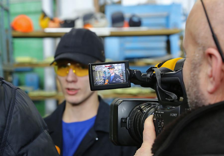 Dzemgi-sborka-Su35-worker-interview