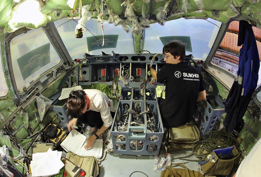 Dzemgi-sborka-SSJ95-95052-cockpit