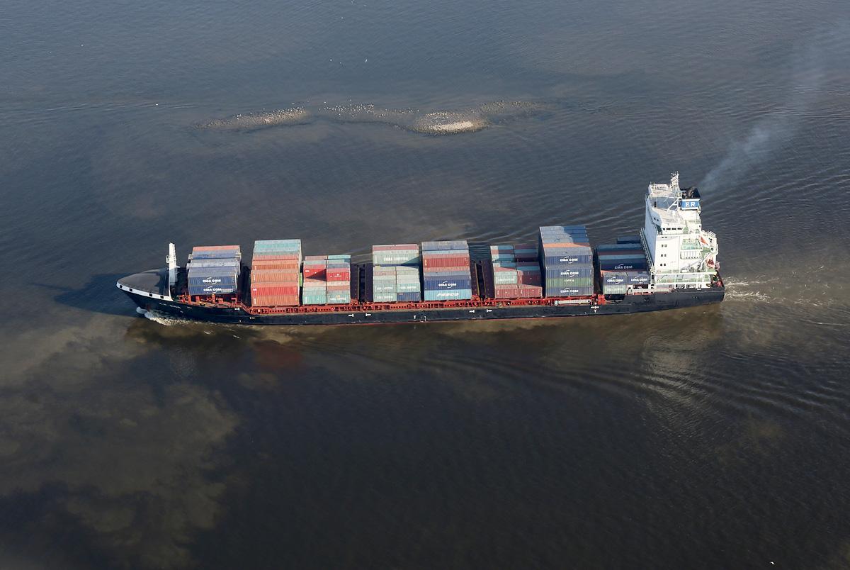 above-SPb-Kanal-containership-E-R-Riga-2