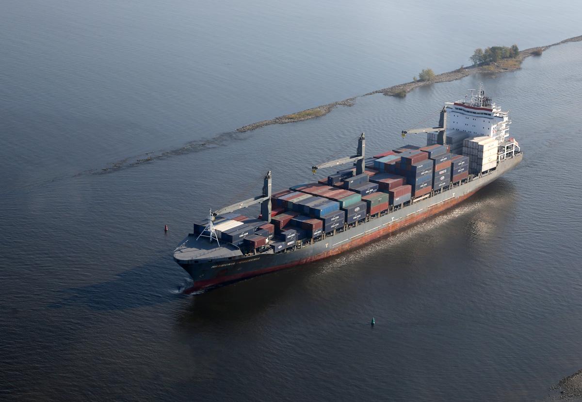 above-SPb-Kanal-containership-Hammonia-Pomerenia