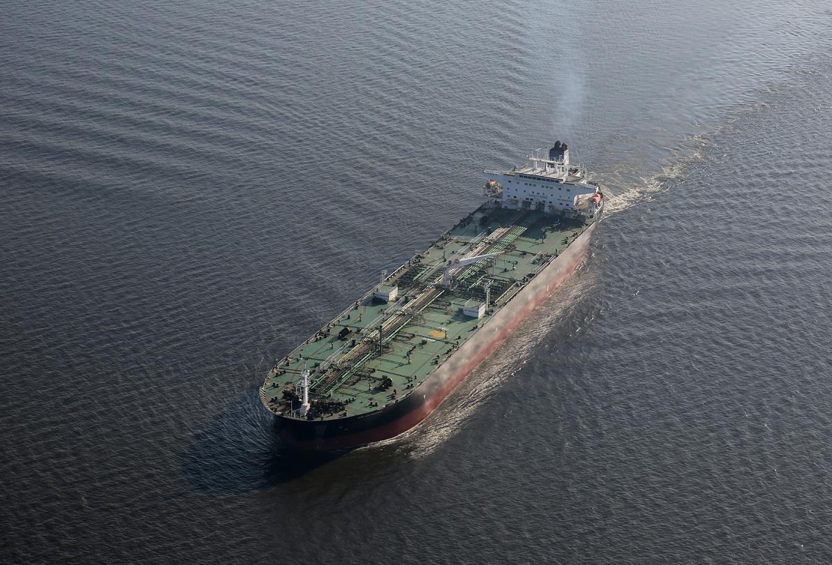 above-SPb-Kanal-tanker-Claudia