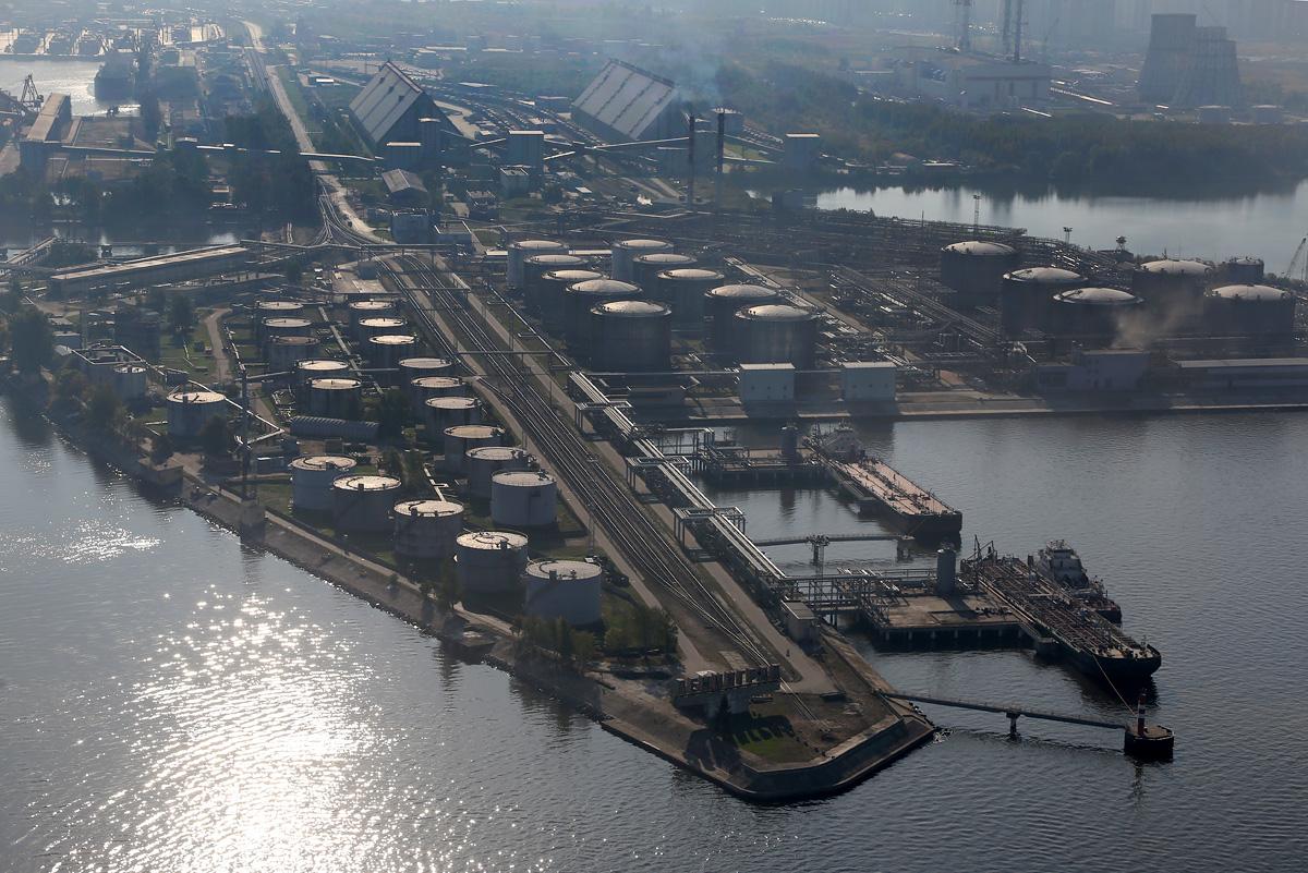 above-SPb-seaport-oilport