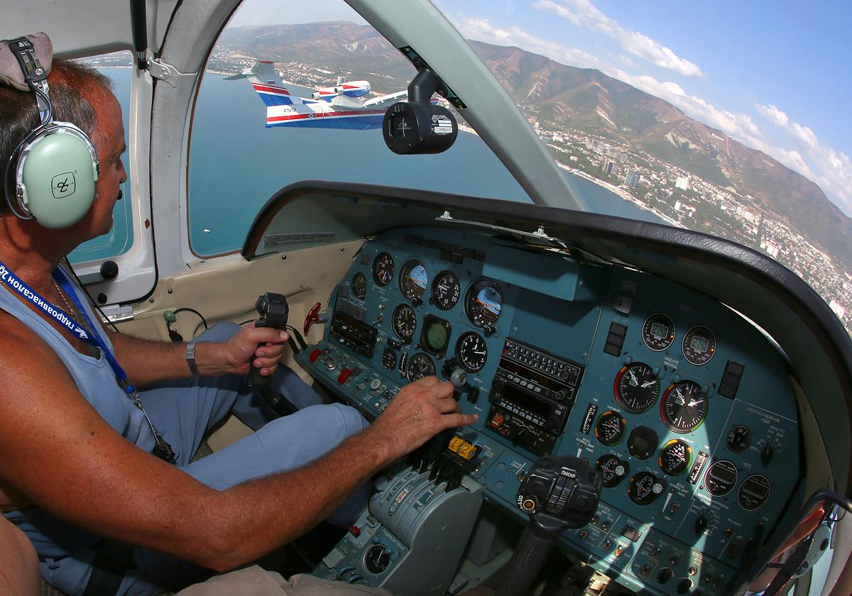 GDZ-Be103-01854-cockpit-3