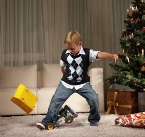 Что делать если ребенок бросается игрушками